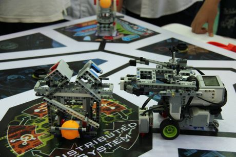 65 doi 'ky su robot' nhi gianh ve du thi quoc te tai Malaysia - Anh 9