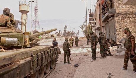 Phien quan Hoi giao lien tuc ban pha cac quan dan cu Aleppo - Anh 1