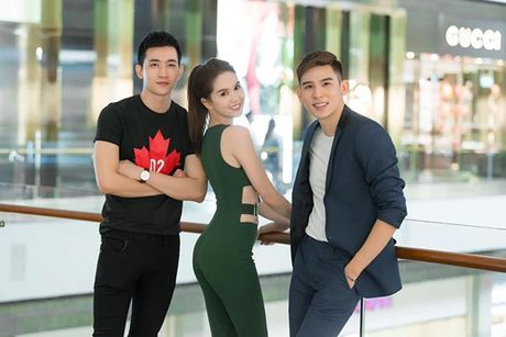 Giau co la the, ong bau Khac Tiep van mac chung do voi cac dan em Venus? - Anh 4