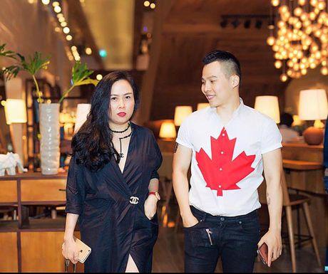Giau co la the, ong bau Khac Tiep van mac chung do voi cac dan em Venus? - Anh 5