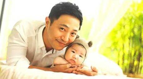 'Pho si quan' Jin Goo cua 'Hau due cua mat troi' vua co con trai thu hai - Anh 5