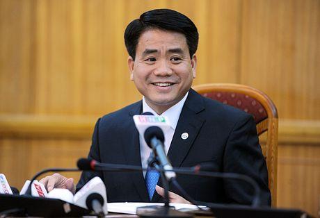Chu tich TP Ha Noi Nguyen Duc Chung chi dao lam ro viec danh phong vien - Anh 1