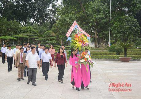 Pho Chu tich nuoc Dang Thi Ngoc Thinh dang hoa tai Khu di tich Kim Lien - Anh 1