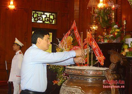 Pho Chu tich nuoc Dang Thi Ngoc Thinh dang hoa tai Khu di tich Kim Lien - Anh 3