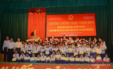 Pho Chu tich nuoc Dang Thi Ngoc Thinh dang hoa tai Khu di tich Kim Lien - Anh 8