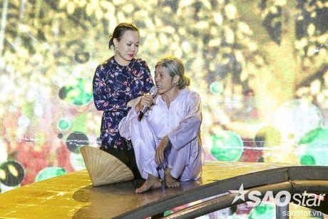 Liveshow 20 nam cua Viet Huong: Khan gia va nghe si khoc, cuoi cung tieng mua - Anh 17