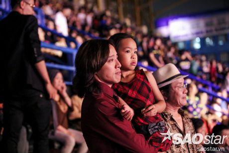 Liveshow 20 nam cua Viet Huong: Khan gia va nghe si khoc, cuoi cung tieng mua - Anh 1