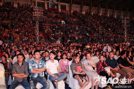 Liveshow 20 nam cua Viet Huong: Khan gia va nghe si khoc, cuoi cung tieng mua - Anh 4