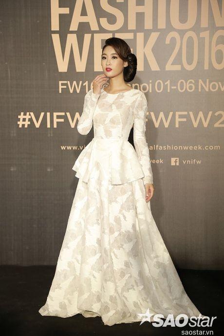Tham do VIFW #day5: Hoang Ku sanh dieu ngai chi hang hieu, Jolie sexy voi menswear khong noi y - Anh 10