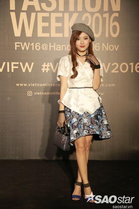 Tham do VIFW #day5: Hoang Ku sanh dieu ngai chi hang hieu, Jolie sexy voi menswear khong noi y - Anh 11