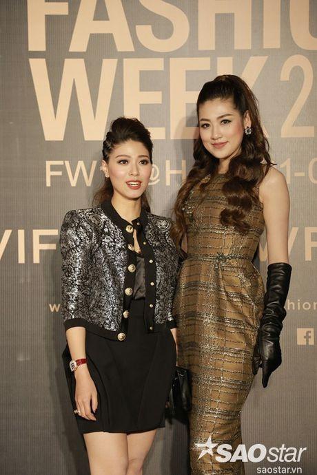 Tham do VIFW #day5: Hoang Ku sanh dieu ngai chi hang hieu, Jolie sexy voi menswear khong noi y - Anh 13