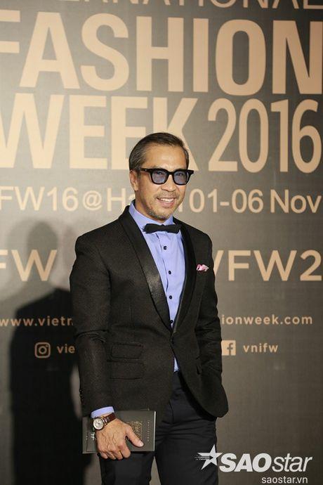 Tham do VIFW #day5: Hoang Ku sanh dieu ngai chi hang hieu, Jolie sexy voi menswear khong noi y - Anh 14