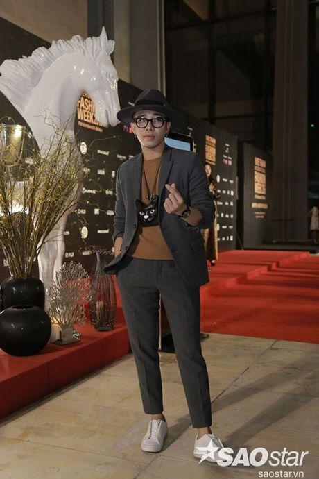 Tham do VIFW #day5: Hoang Ku sanh dieu ngai chi hang hieu, Jolie sexy voi menswear khong noi y - Anh 1