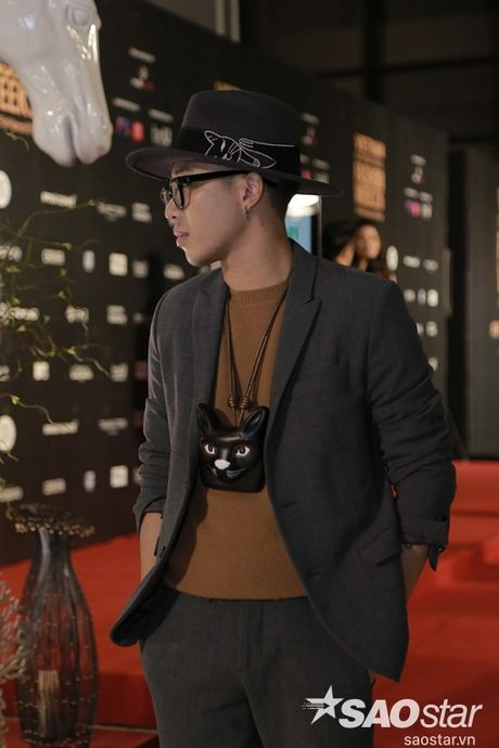 Tham do VIFW #day5: Hoang Ku sanh dieu ngai chi hang hieu, Jolie sexy voi menswear khong noi y - Anh 2