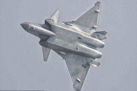 May bay tang hinh J-20 cua Trung Quoc lieu co the sanh voi vu khi My? - Anh 1