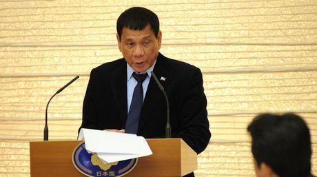 Tong thong Duterte than tuong ong Putin, khen Trump lan Clinton - Anh 1