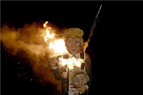 Nguoi dan Anh dot hinh nom ong Trump cao 11 m trong le hoi - Anh 1