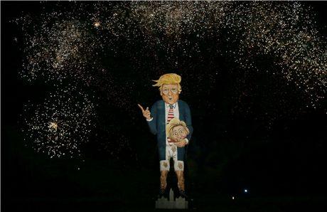 Nguoi dan Anh dot hinh nom ong Trump cao 11 m trong le hoi - Anh 3