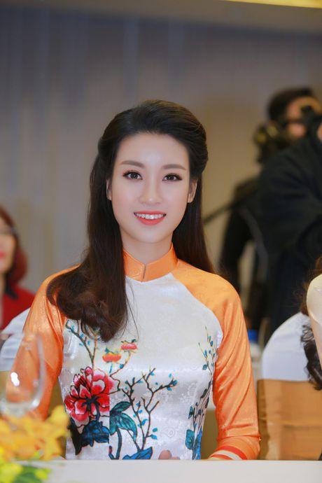 My Linh, Thanh Tu dien ao dai cua hoa hau Ngoc Han - Anh 3