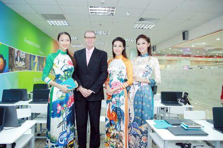 My Linh, Thanh Tu dien ao dai cua hoa hau Ngoc Han - Anh 6