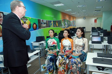 My Linh, Thanh Tu dien ao dai cua hoa hau Ngoc Han - Anh 7