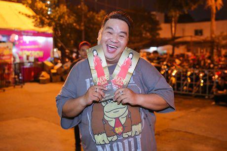Viet Huong khoc vi hang chuc nghin khan gia dam mua xem show - Anh 3