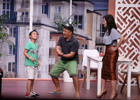 Tran Thanh hon Hua Vi Van tren san khau On gioi - Anh 13
