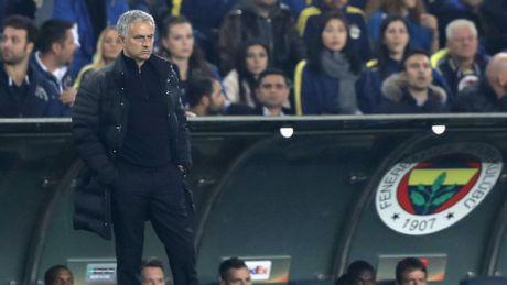 Tham vong tro thanh Sir Alex dang lam hai Mourinho - Anh 1