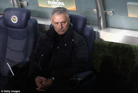 Tham vong tro thanh Sir Alex dang lam hai Mourinho - Anh 3