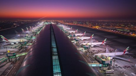 Dubai trien khai 'tho san' flycam vi an toan bay - Anh 1