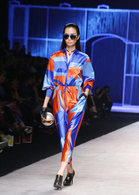 Dan mau Next Top trinh dien khong noi y tren san catwalk - Anh 7
