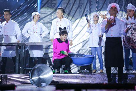 Vo chong Viet Huong hon nhau nong nan trong live show - Anh 5