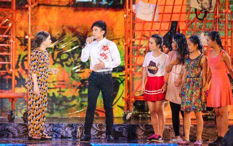 Vo chong Viet Huong hon nhau nong nan trong live show - Anh 9