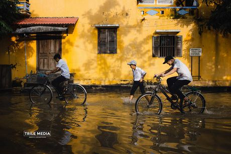 Ghe thuyen vao pho co Hoi An ngay ngap nuoc - Anh 6