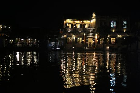 Ghe thuyen vao pho co Hoi An ngay ngap nuoc - Anh 9