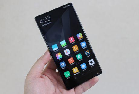 Xiaomi Mi Mix ve VN: Xung danh di dong cua tuong lai - Anh 2