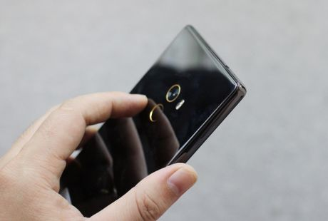 Xiaomi Mi Mix ve VN: Xung danh di dong cua tuong lai - Anh 4