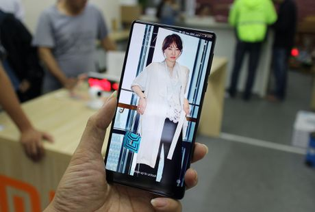 Xiaomi Mi Mix ve VN: Xung danh di dong cua tuong lai - Anh 6