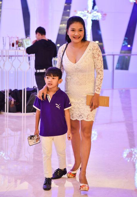 Khanh Hien 'Hoa vang co xanh' hanh phuc ben ong xa Viet kieu - Anh 12