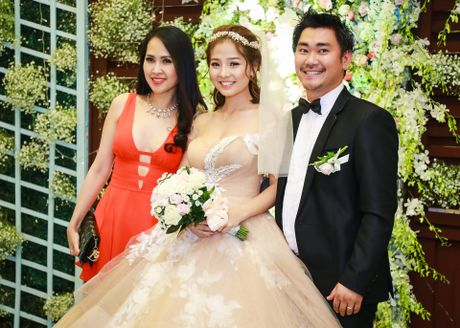 Khanh Hien 'Hoa vang co xanh' hanh phuc ben ong xa Viet kieu - Anh 9