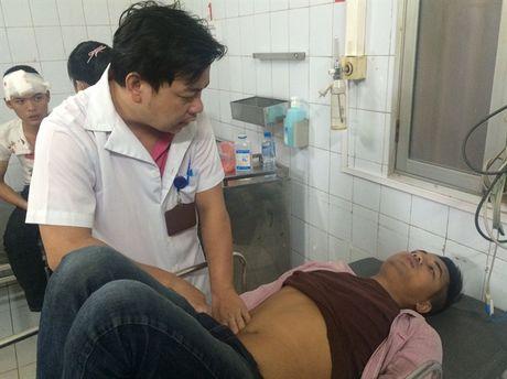 Phong vien Truyen hinh VTC va bao Phap Luat Viet Nam bi danh khi dang tac nghiep - Anh 1