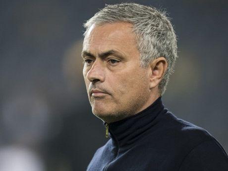 Eric Cantona: 'Man United can cho Mourinho thoi gian' - Anh 1