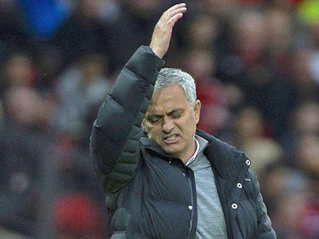 Eric Cantona: 'Man United can cho Mourinho thoi gian' - Anh 2