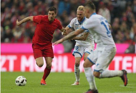 Lewandowski mo nhat, Bayern chia diem cung Hoffenheim - Anh 1