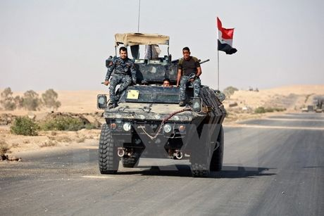 IS phan kich ac liet tai Mosul, thuong dan bi tan cong dam mau - Anh 1