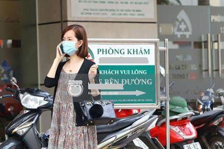 Nhin con giong minh nhu duc, Mac Hong Quan van quay lung? - Anh 2