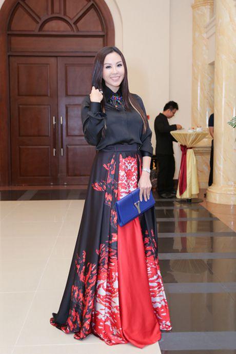 Choang vang ngam 'nui' hang hieu cua Hoa hau Thu Hoai - Anh 2