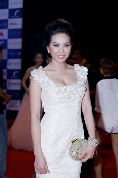 Choang vang ngam 'nui' hang hieu cua Hoa hau Thu Hoai - Anh 6