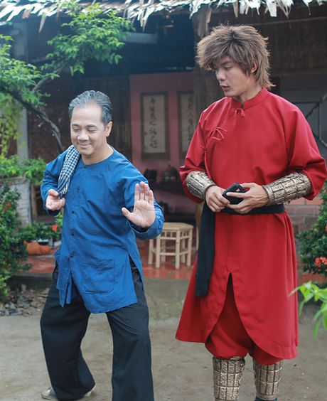 'Hau due' Thanh Long than phuc dien xuat cua Thanh Loc - Anh 2