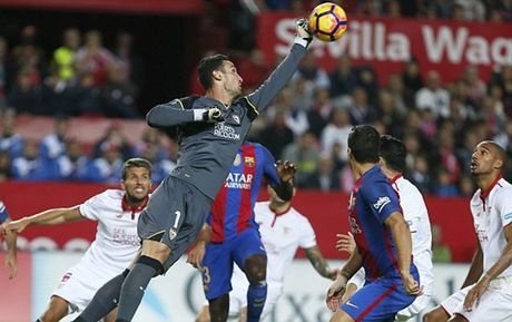 Messi toa sang, Barca ha guc Sevilla ngay tren thanh dia Sanchez Pizjuan - Anh 1